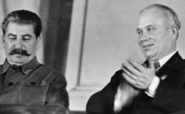 Генеральный секретарь ЦК ВКП (б) Иосиф Сталин и член ЦК Никита Хрущев в президиуме на Х съезде комсомола. 1936 год