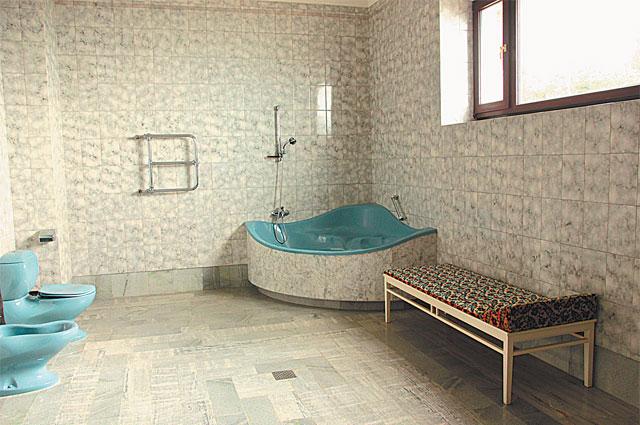 Джакузи - ванны для генсека заказывали в Италии