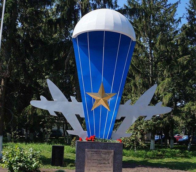 Памятник десантникам в Погаре.