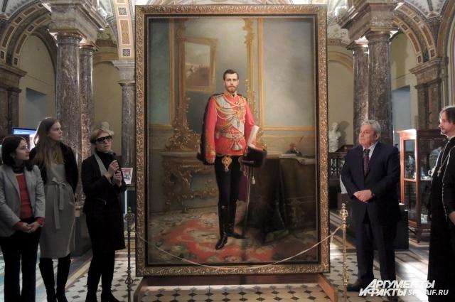 Император был изображен на картине в год своей коронации.