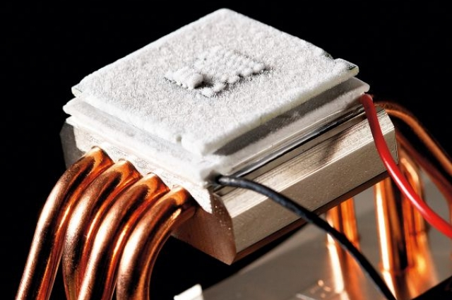 Этот элемент и будет поддерживать температуру внутри брони.