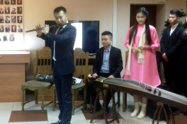 Своеобразное и неповторимое звучание китайской бамбуковой флейте придаёт бамбуковая плёнка.
