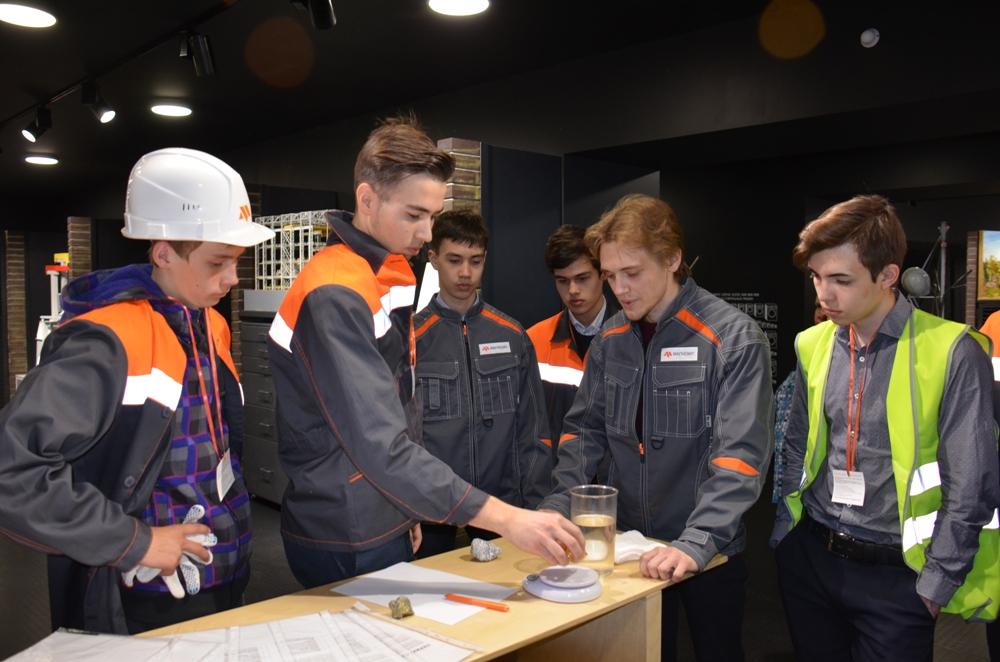 В музее гостям расскажут о процессе производства огнеупорных материалов.