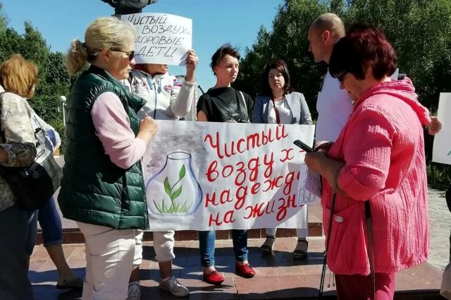 Активисты собирают подписи по всему городу. Их уже - более 500. Кроме того, в интернете разместили петицию, которую все желающие тоже могут подписать.