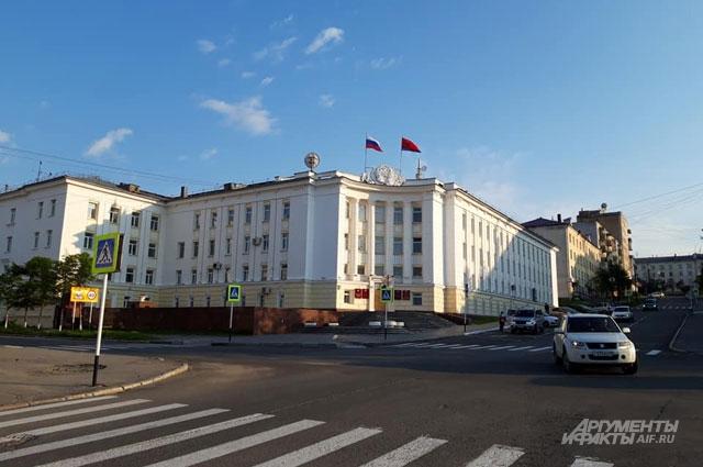 Одна из центральных площадей Магадана.