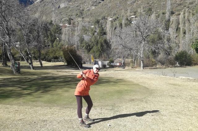 Благодаря автостопу девушка впервые поиграла в гольф.