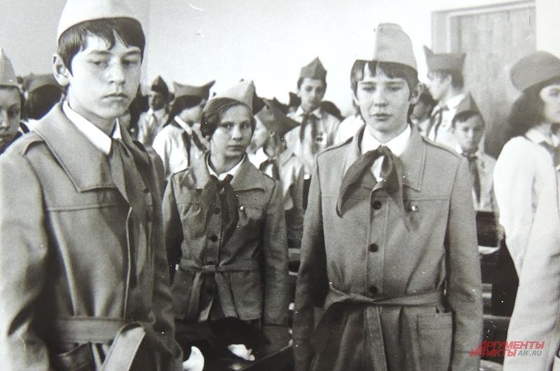 Татьяна была активисткой, руководителем комсомольской и пионерской организации, и за это была удостоена части сфотографироваться в Кремле