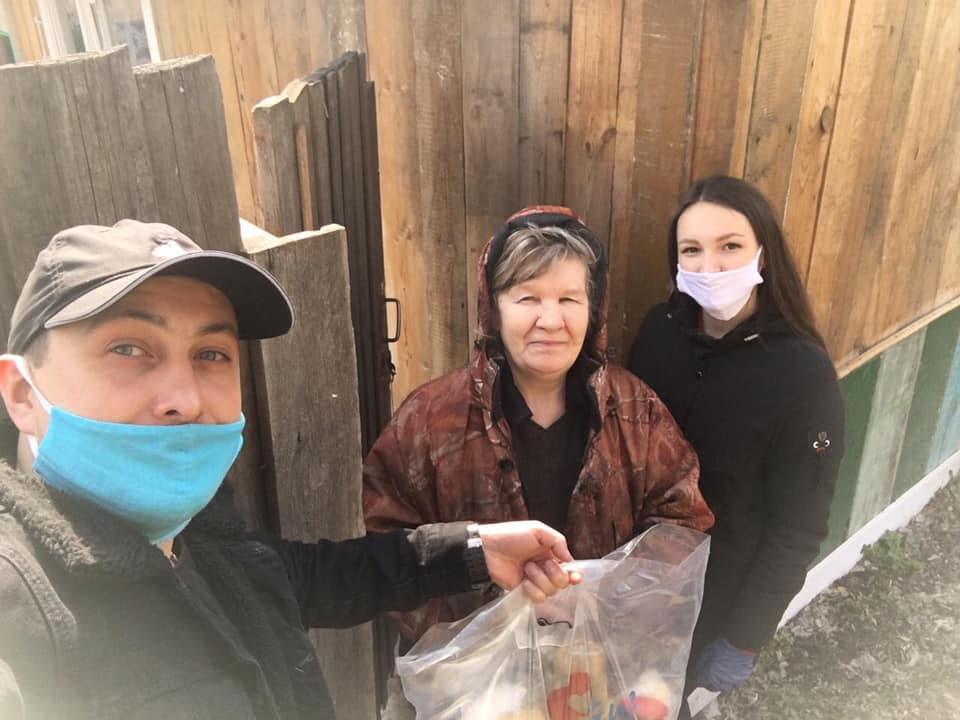 26 апреля Света вместе с Караваном добра развозила продукты одиноким бабушкам и дедушкам.