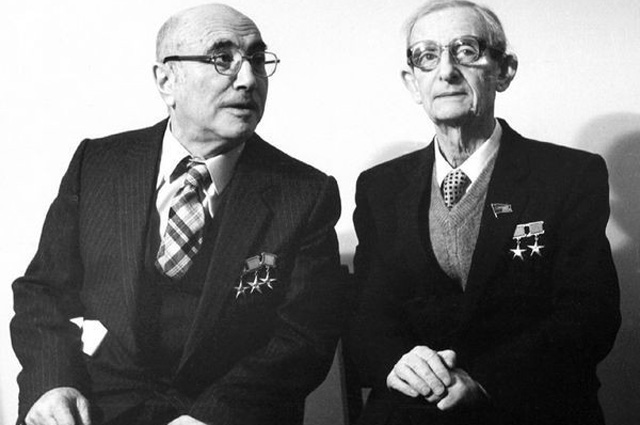 Яков Зельдович и Юлий Харитон.