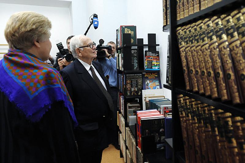 Пьер Карден в библиотеке киноискусства имени С. М. Эйзенштейна