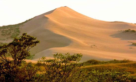 гора-бархан Сары-Кум.