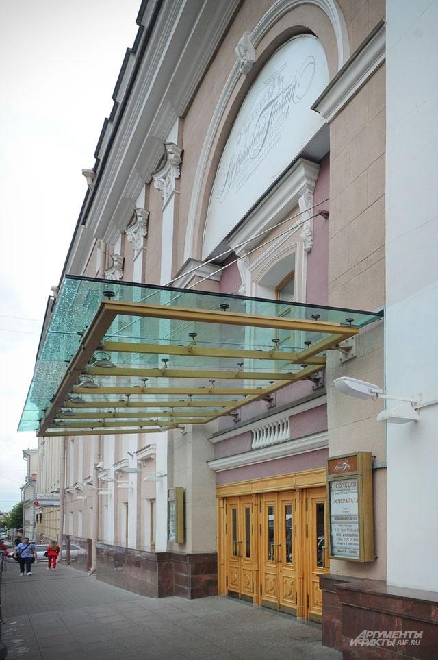 Марис Лиепа начинал в театре Станиславского и Немировича-Данченко.