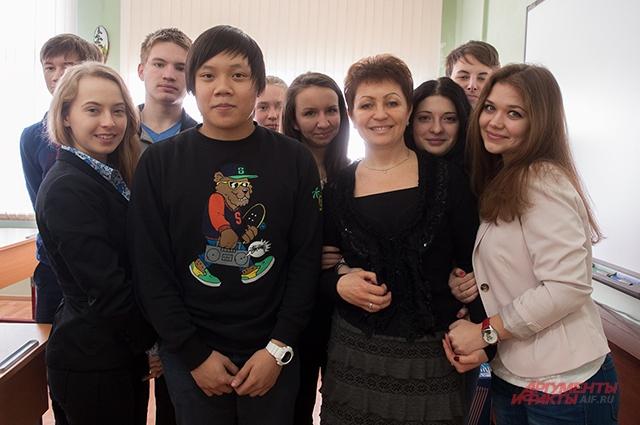Одноклассники Дениса с классным руководителем