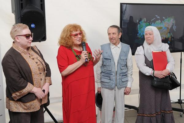 Члены взрослого жюри Конкурса кукол. Слева направо: Елена, Елена Богданова, Виктор Рябов, Татьяна Куликова