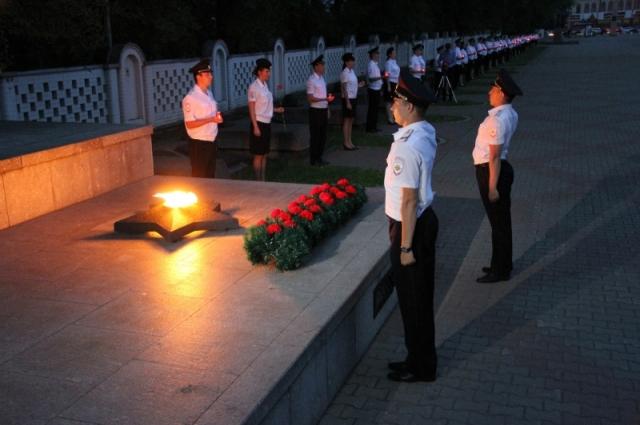 В канун Дня памяти и скорби более тысячи полицейских почтили память о погибших.