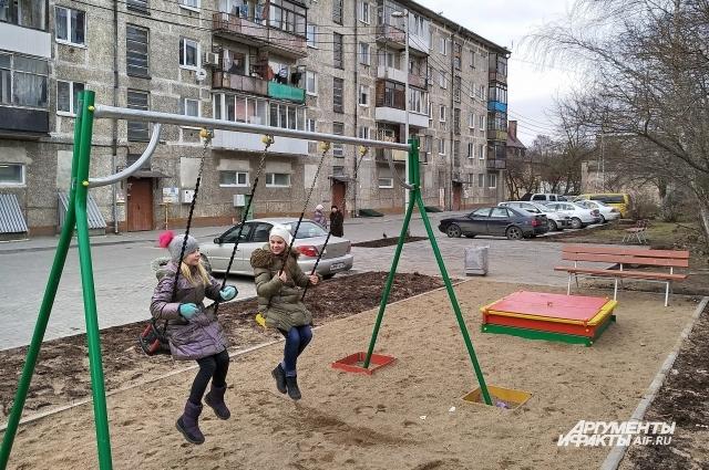 Двор на ул. Коммунистической, 41-47, заметно преобразился.