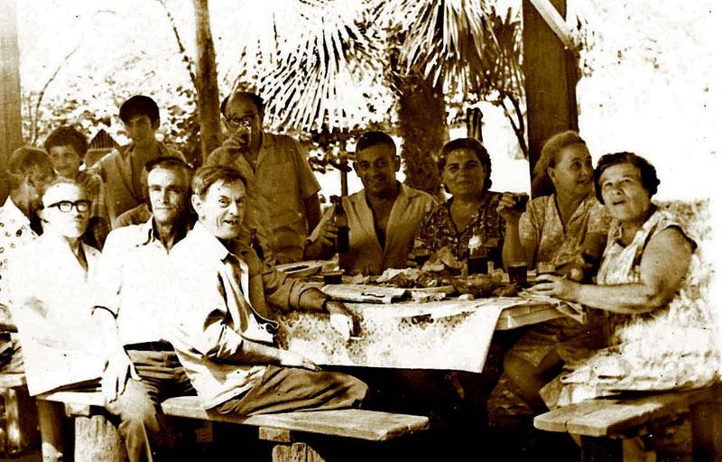 Все соседи 30-квартирного дома, где жили Тигиевы, собирались на обеды и ужины за одним столом.
