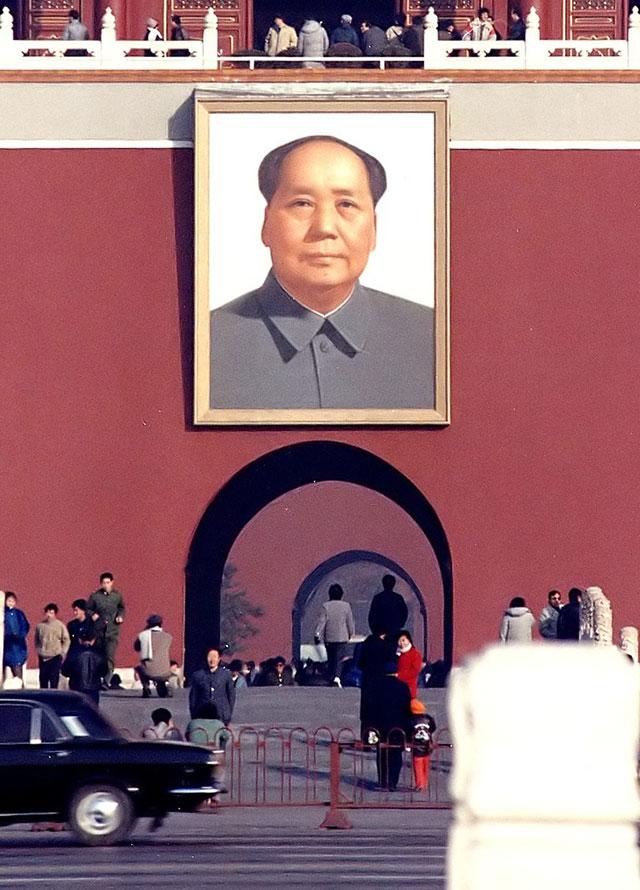Портрет Мао на вратах Небесного Спокойствия в Пекине.