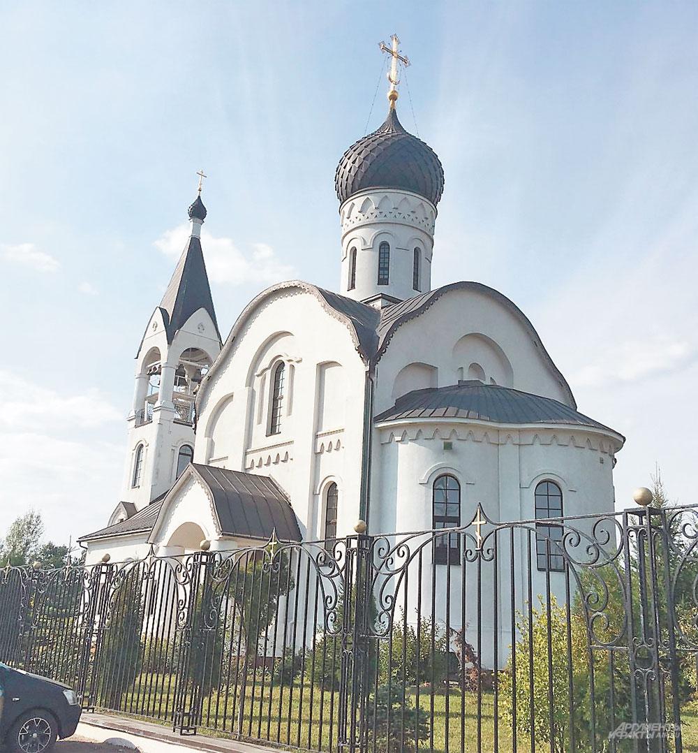 Храму Воскресения Христова 10 лет.