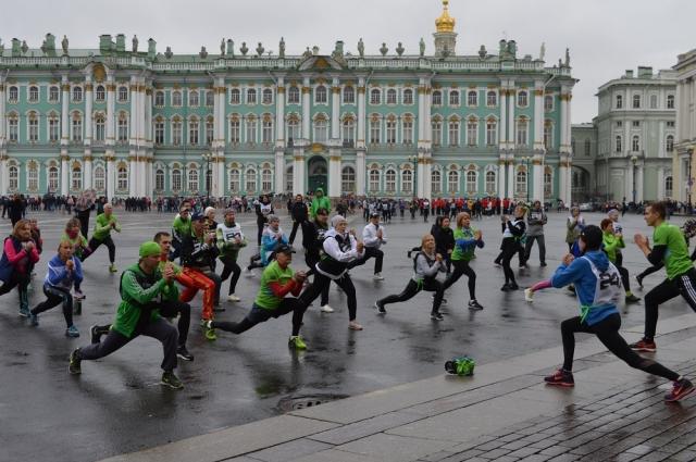 Перед марафоном нужно как следует размяться.