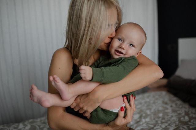 Анастасия Уколова учит сына английскому языку с рождения