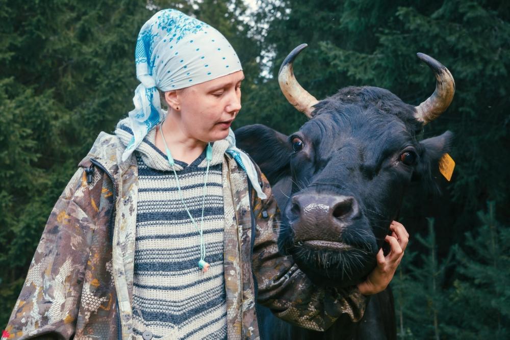 Ольга Селиванова и корова Малина как подружки понимают друг друга с полуслова.