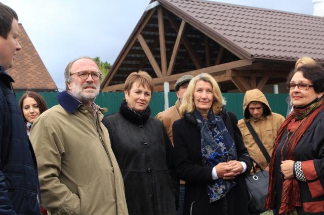 Сотрудники музея провели экскурсию для иностранных гостей.