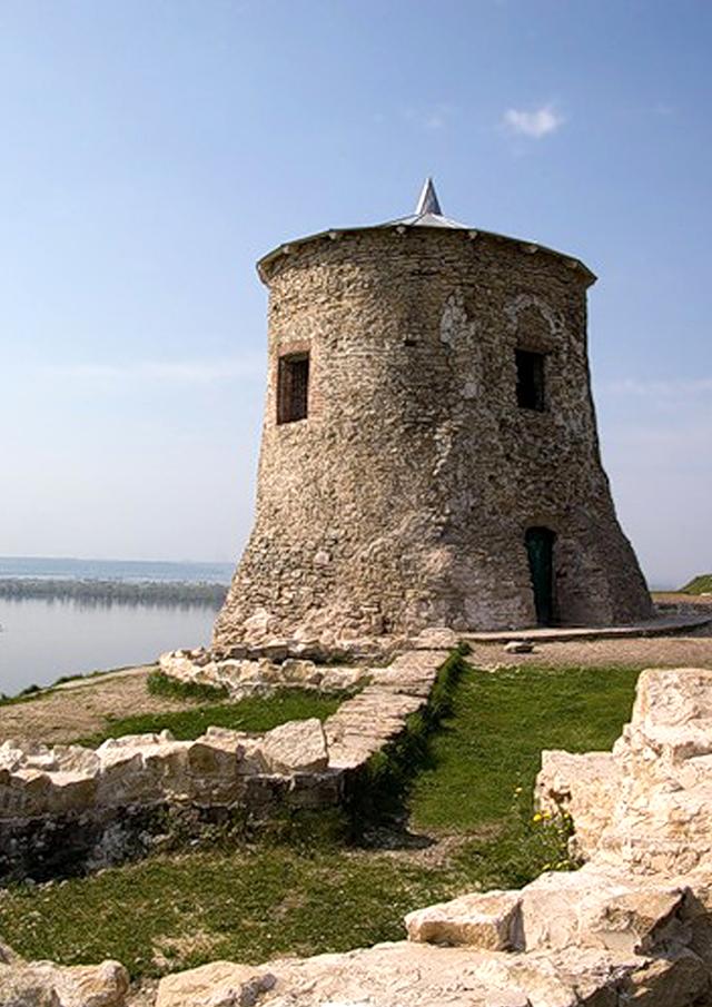 Древняя белокаменная мечеть