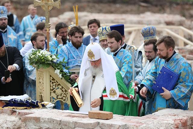 Патриарх Кирилл в Казани 2016, Казанский Богородицкий монастырь, закладка казанского собора, митрополит Феофан