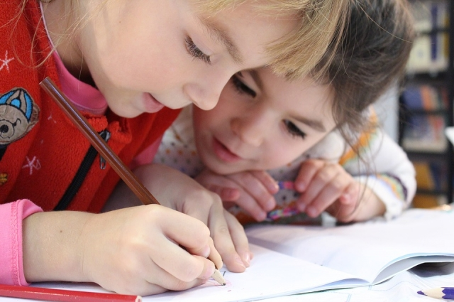 Со временем дети обзоводятся друзьями и привыкают к детскому саду.