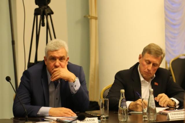 Сергей Ушкалов и Виктор Гринкевич на круглом столе вступили в дискуссию с местными экспертами.