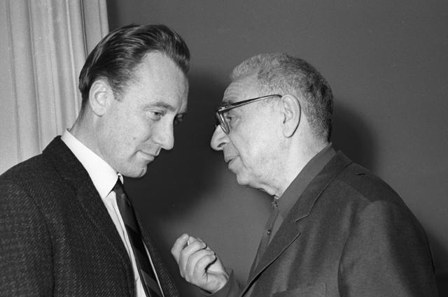 Композиторы Родион Щедрин (слева) и Матвей Блантер (справа) на IV Всесоюзном съезде композиторов. 1968 год.
