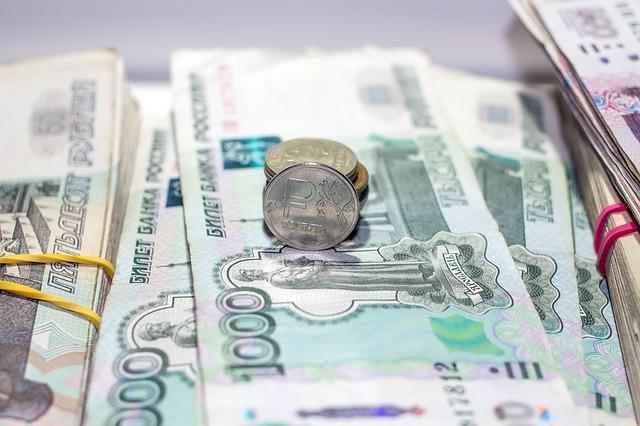 Оренбурженка Елена откладывает только те банкноты, чей номер содержит в себе цифры 8 и 21.