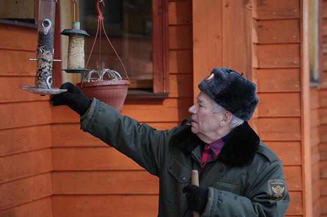 Михаил Калашников на даче.