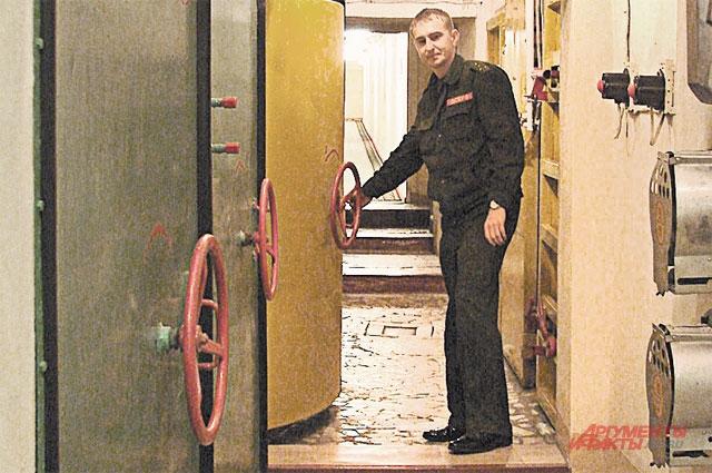Самое главное на ЦКП - не забывать закры- вать за собой двери противоатомной защиты.