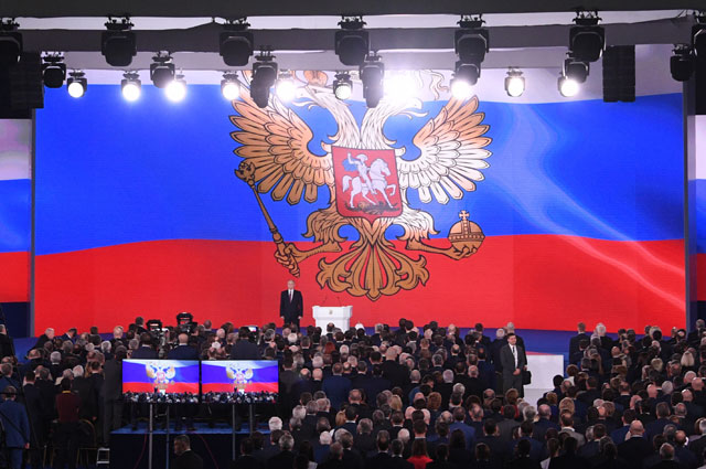 Президент РФВладимир Путин выступает сежегодным посланием Федеральному Собранию вЦВЗ «Манеж».