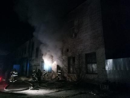 пожар на бывшем заводе