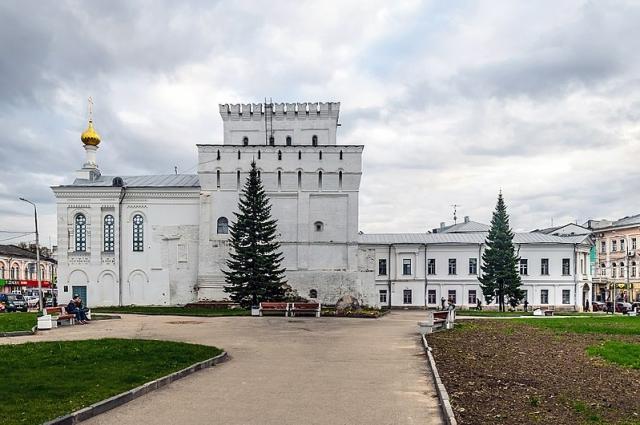 Знаменская башня в Ярославле/