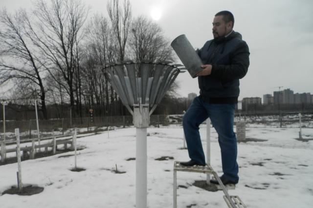 Осадки измеряют с помощью осадкомера Третьякова.