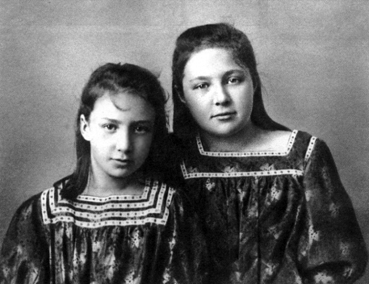 Анастасия и Марина ЦветаевыЮ 1905 г.
