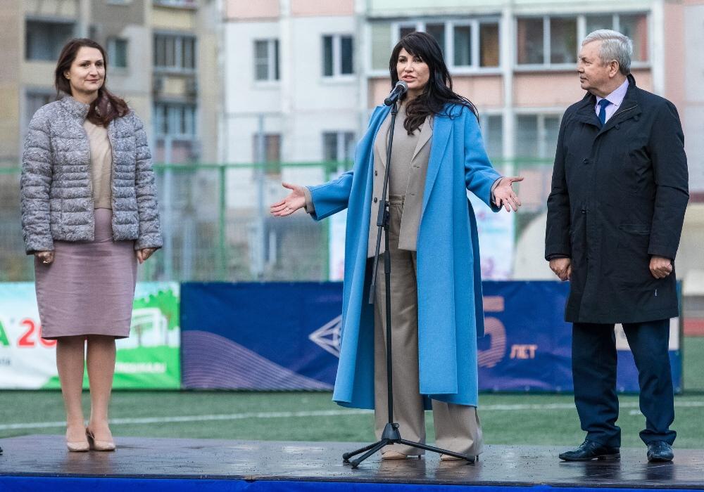 Игроков и болельщиков поприветствовала супруга губернатора Челябинской области Ирина Текслер.