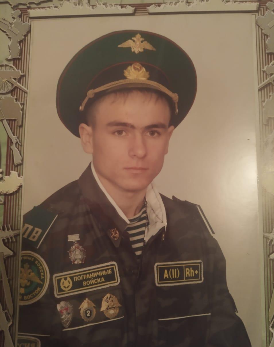 Во время службы в армии Алексей стал активно заниматься автомобилями.