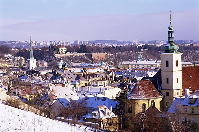 От рождественских и новогодних каникул в Европе по тем или иным причинам придется отказаться множеству россиян. На фото - зимняя Прага.