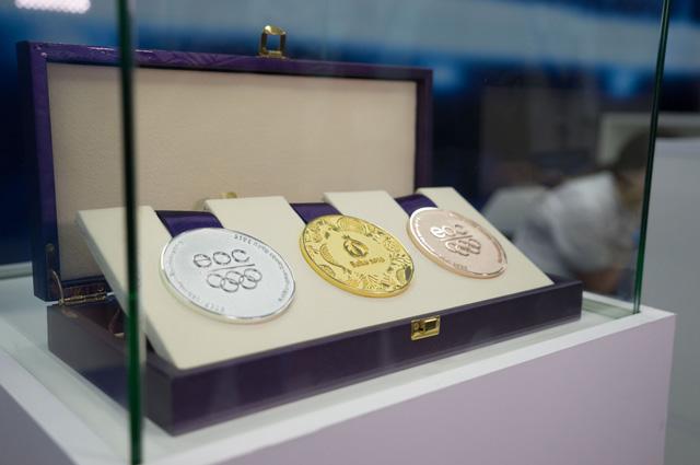 Оригинальный комплект медалей BAKU 2015 открывает экспозицию российского Дома болельщиков. Совсем скоро эти награды обретут истинное достоинство
