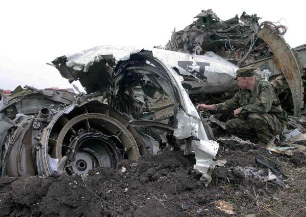 На месте падения самолета Ту-154 в 138 км от Ростова-на-Дону, потерпевшего катастрофу 24 августа 2004 года.