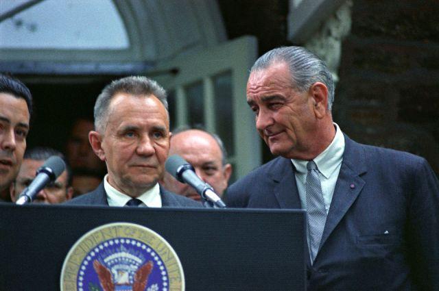 А. Косыгин на встрече с Президентом США Л. Джонсоном в 1967 г.