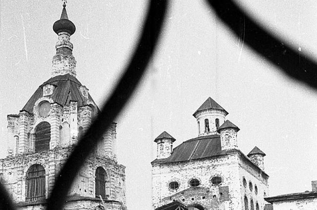 Условия для жизни были просто ужасающие, монашеские кельи были переоборудованы в одиночные камеры.