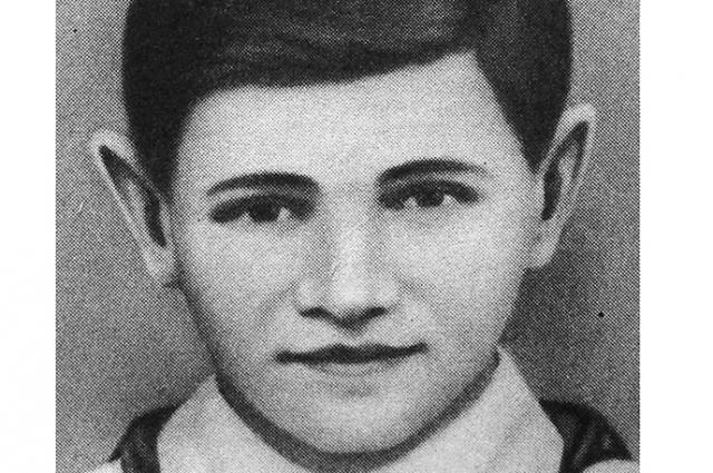 Валя Котик был смертельно ранен в боях за город Изяслав 16 февраля 1944 года.