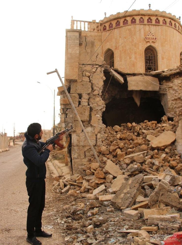 ВВС США бомбили не глядя: две трети зданий разрушены.