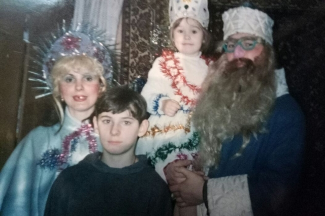Фотография из детства. День рождения в кругу семьи
